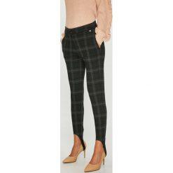 Pepe Jeans - Spodnie. Szare jeansy damskie rurki Pepe Jeans. Za 299,90 zł.
