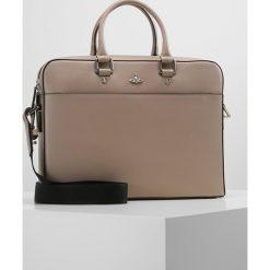 Vivienne Westwood KEN DOCUMENT CASE Aktówka taupe. Szare torby na laptopa Vivienne Westwood, małe. Za 2079,00 zł.