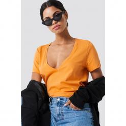 NA-KD Basic T-shirt z dekoltem V - Orange. Pomarańczowe t-shirty damskie NA-KD Basic, z bawełny. W wyprzedaży za 21,18 zł.