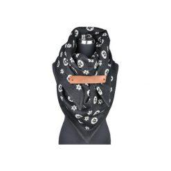 Chusta FAVITTON  z zapinką skórkową czarno-biała. Czarne chusty damskie Favillier. Za 149,00 zł.
