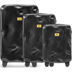 Walizki Stripe w zestawie 3 el. Super Black. Czarne walizki Crash Baggage, z materiału. Za 2796,00 zł.