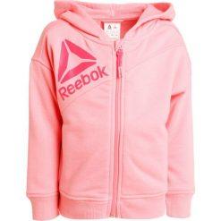 Reebok Bluza rozpinana squat pink. Pomarańczowe bluzy chłopięce rozpinane marki Reebok, z dzianiny, sportowe. Za 139,00 zł.
