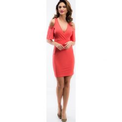 Koralowa sukienka z odkrytymi ramionami TA6126. Niebieskie sukienki marki Reserved, z odkrytymi ramionami. Za 63,20 zł.