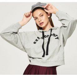 Bluza z kapturem - Jasny szar. Szare bluzy z kapturem damskie marki Sinsay, l. W wyprzedaży za 29,99 zł.