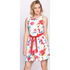 Sukienki: Biała Sukienka Escapade