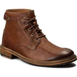Kozaki CLARKS - Clarkdale Bud 261277807 Dark Tan Leather. Brązowe botki męskie Clarks, z materiału. Za 589,00 zł.