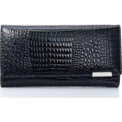 ec585f37 Elegancki portfel damski lakierowana skórzana kopertówka. Czarne portfele  damskie Jennifer Jones, bez wzorów,