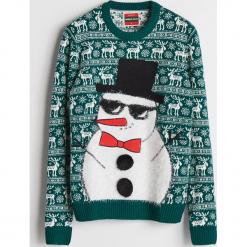 Sweter ze świątecznym motywem - Khaki. Niebieskie swetry klasyczne męskie marki Cropp, l. Za 119,99 zł.