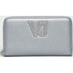 Versace Jeans - Portfel. Szare portfele damskie Versace Jeans, z jeansu. W wyprzedaży za 269,90 zł.