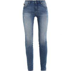 Mavi ADRIANA Jeans Skinny Fit blue denim. Niebieskie boyfriendy damskie Mavi. W wyprzedaży za 341,10 zł.