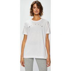 Nike Sportswear - Top. Szare topy damskie Nike Sportswear, l, z nadrukiem, z bawełny, z okrągłym kołnierzem. W wyprzedaży za 119,90 zł.