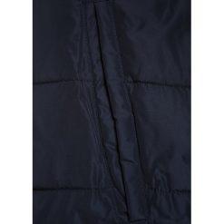 IKKS CHILL OUT JACK Kurtka zimowa navy. Niebieskie kurtki chłopięce zimowe marki IKKS, z materiału. W wyprzedaży za 463,20 zł.