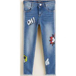 Mango Kids - Jeansy dziecięce Mickey 110-164 cm. Niebieskie rurki dziewczęce Mango Kids, z aplikacjami, z bawełny. Za 129,90 zł.