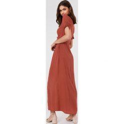 FAYT Sukienka Theodore - Copper. Szare długie sukienki marki FAYT, z tkaniny, z kopertowym dekoltem, z krótkim rękawem, kopertowe. Za 220,95 zł.