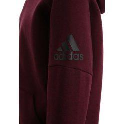 Adidas Performance ID STADIUM Bluza rozpinana dark burgundy/black. Czerwone bluzy chłopięce rozpinane marki adidas Performance, z bawełny. W wyprzedaży za 183,20 zł.