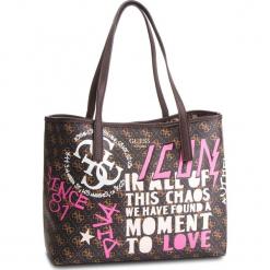 Torebka GUESS - HWQG69 95230 BRM. Brązowe torebki klasyczne damskie Guess, z aplikacjami, ze skóry ekologicznej. Za 589,00 zł.