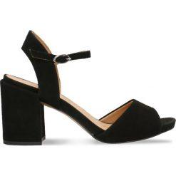 Sandały HANA. Białe sandały damskie na słupku marki Coqui, na wysokim obcasie. Za 299,90 zł.