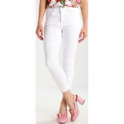 Boyfriendy damskie: Topshop Petite JAMIE Jeans Skinny Fit white