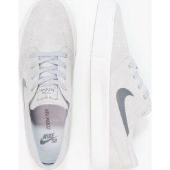 Nike SB ZOOM STEFAN JANOSKI PREM HT Tenisówki i Trampki wolf grey/dark grey/metallic gold/white. Szare tenisówki męskie Nike SB, z materiału. W wyprzedaży za 208,45 zł.