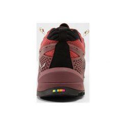 Salewa WS WILDFIRE Obuwie hikingowe rose brown/siberia. Czerwone buty sportowe damskie marki KALENJI, z gumy. Za 629,00 zł.