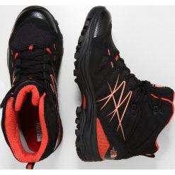 The North Face MID GTX Buty trekkingowe black/firebirdred. Białe buty zimowe damskie marki Nike Performance, z materiału, na golfa. W wyprzedaży za 479,20 zł.