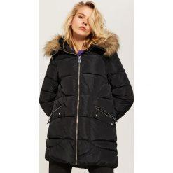 Pikowana kurtka z kapturem - Czarny. Czarne kurtki damskie pikowane marki House, l, z nadrukiem. Za 229,99 zł.