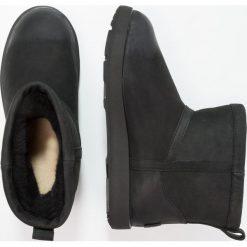 UGG CLASSIC MINI WATERPROOF Botki black. Czarne botki damskie na zamek Ugg, z gumy. Za 889,00 zł.