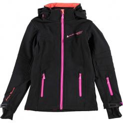 Kurtka softshellowa w kolorze czarno-różowym. Czerwone kurtki dziewczęce przeciwdeszczowe marki Peak Mountain, z aplikacjami, z materiału. W wyprzedaży za 172,95 zł.