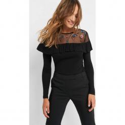 Koszulka z falbanką. Czarne bluzki longsleeves marki Orsay, xs, z haftami, z dzianiny, z falbankami. Za 69,99 zł.