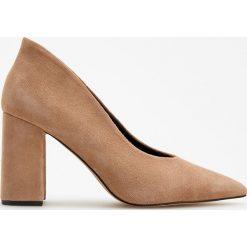 Skórzane czółenka na wysokim obcasie - Beżowy. Brązowe buty ślubne damskie Reserved, na wysokim obcasie. Za 199,99 zł.