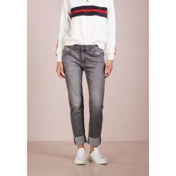 7 for all mankind WITH RAW HEM ILLUSION MOMENT Jeans Skinny Fit moment. Szare boyfriendy damskie 7 for all mankind, z bawełny. Za 969,00 zł.