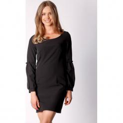Sukienka w kolorze czarnym. Czarne długie sukienki marki Last Past Now, xs, z dekoltem na plecach, z długim rękawem. W wyprzedaży za 149,95 zł.
