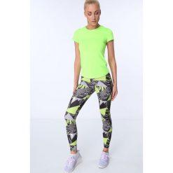 Legginsy sportowe z kolorowym nadrukiem czarno-fluo zielone MR16018. Szare legginsy we wzory marki Fasardi, l. Za 69,00 zł.