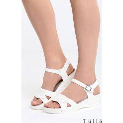 Białe Sandały Holiday Camp. Białe sandały damskie marki Born2be, z materiału, na koturnie. Za 89,99 zł.