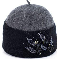 Czapka damska wełniana Pięć listków czarna. Czarne czapki zimowe damskie Art of Polo, z wełny. Za 75,74 zł.