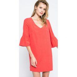 Answear - Sukienka Blossom Mood. Różowe sukienki mini marki numoco, l, z dekoltem w łódkę, oversize. W wyprzedaży za 79,90 zł.