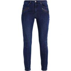 Mint Velvet DARBY BIKER Jeansy Slim Fit authentic indigo. Niebieskie boyfriendy damskie Mint Velvet. W wyprzedaży za 356,15 zł.