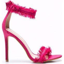 Public Desire - Sandały Effy Pink Denim. Różowe rzymianki damskie Public Desire, z denimu, na obcasie. W wyprzedaży za 79,90 zł.
