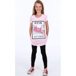 Tunika dziewczęca z aplikacją jasnoróżowa NDZ8178. Czerwone sukienki dziewczęce marki Fasardi, z aplikacjami. Za 39,00 zł.