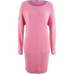 Sukienka dzianinowa bonprix malinowy. Różowe sukienki dzianinowe marki numoco, l, z dekoltem w łódkę, oversize. Za 49,99 zł.