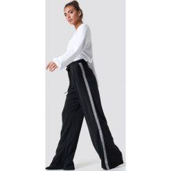 Luisa Lion x NA-KD Szerokie spodnie - Black. Czarne spodnie z wysokim stanem Luisa Lion x NA-KD, w paski. Za 202,95 zł.