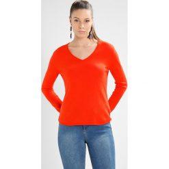 Swetry klasyczne damskie: YUMA Sweter orange