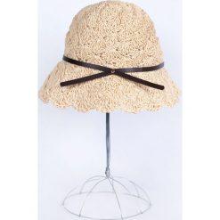 Kapelusz damski Romantic vibes beżowy. Czarne kapelusze damskie marki BIG STAR, z gumy. Za 42,47 zł.