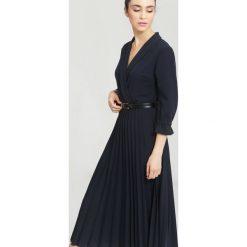 Granatowa Sukienka Overtones. Niebieskie sukienki marki other, uniwersalny, midi. Za 109,99 zł.