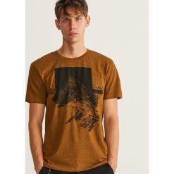 T-shirt z nadrukiem - Żółty. Żółte t-shirty męskie z nadrukiem marki Reserved, l. Za 39,99 zł.
