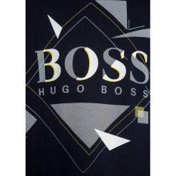 BOSS Kidswear KURZARM GRAFISCH Tshirt z nadrukiem marine. Niebieskie t-shirty męskie z nadrukiem marki BOSS Kidswear, z bawełny. Za 159,00 zł.