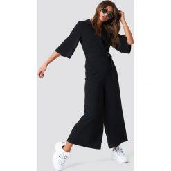 NA-KD Trend Krótki kombinezon z paskiem - Black. Czerwone kombinezony damskie marki KALENJI, z elastanu, z krótkim rękawem, krótkie. Za 283,95 zł.