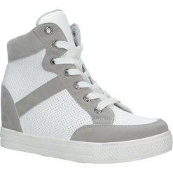 Białe sneakersy na koturnie sznurowane Casu MY556N-26-9. Białe sneakersy damskie marki Casu. Za 59,99 zł.