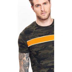 T-SHIRT KRÓTKI RĘKAW MĘSKI. Szare t-shirty męskie marki Top Secret, eleganckie, z chokerem. Za 24,99 zł.
