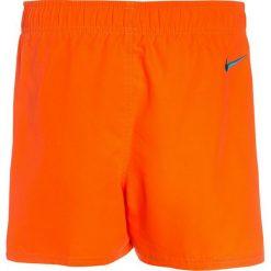 Nike Performance VOLLEY  Szorty kąpielowe hyper crimson. Pomarańczowe kąpielówki chłopięce Nike Performance, z materiału. Za 129,00 zł.